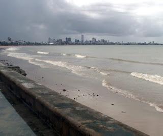 Petróleo cru lançado no mar alcançou praias da Paraíba