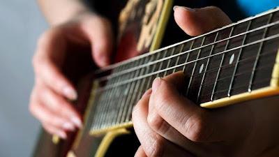Chia sẻ khóa học Guitar Fingerstyle của giảng viên Hà Kế Tú trị giá 700.000đ