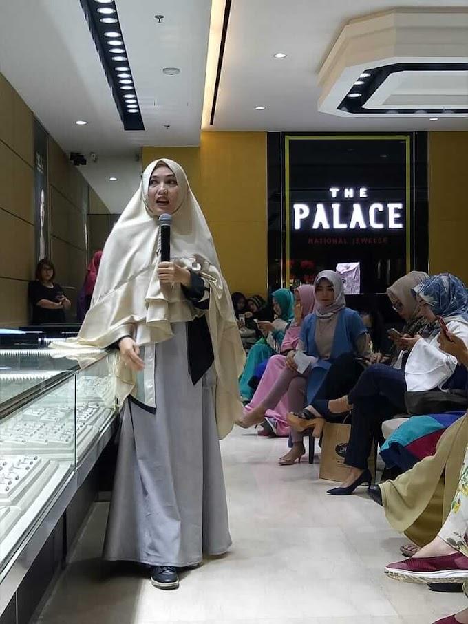 Launching Buku Menuju Bahtera Ikhlas dan Busana Trend Hijab 2019 dari Santi Rosmala