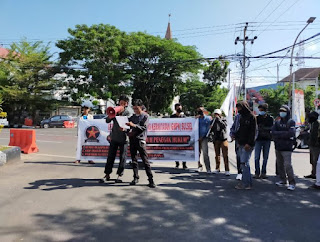 "Marak Calo ""Biaya Bikin SIM C Mahal"" GMPK Sulsel Turun Unras di Polrestabes Makassar"