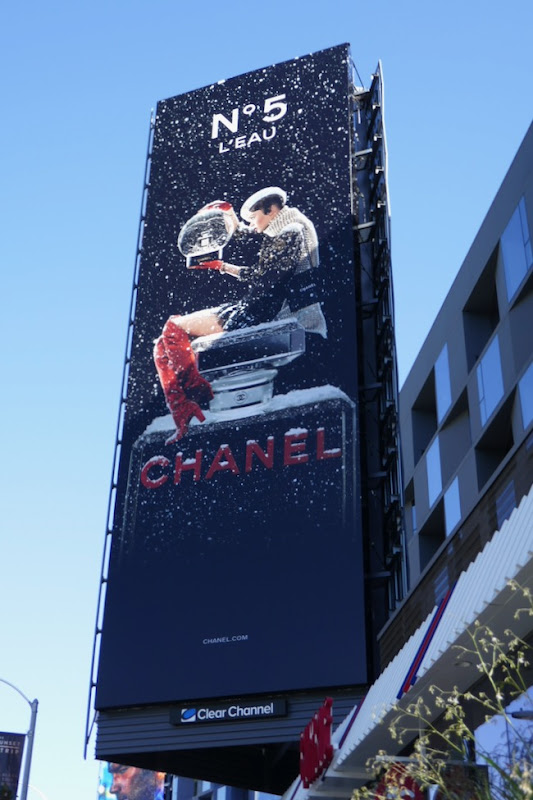 Chanel No5 Leau fragrance billboard