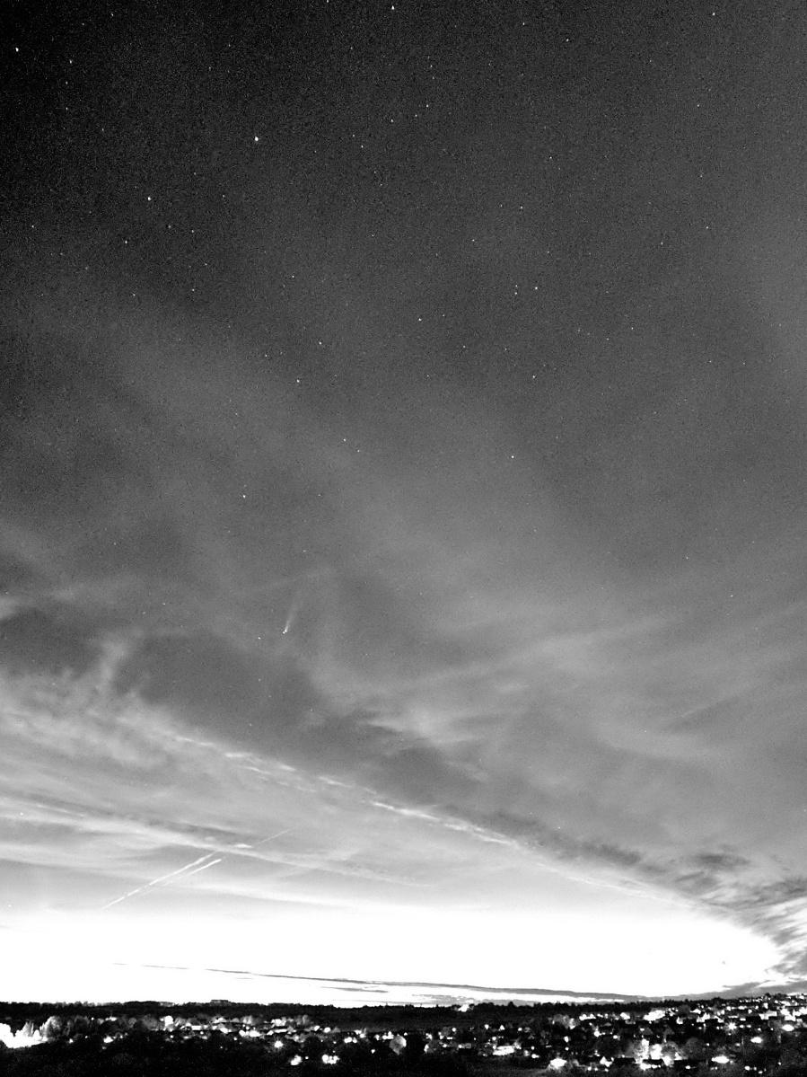 """Komet """"NEOWISE"""" – C/2020 F3 als Infrarotbild"""