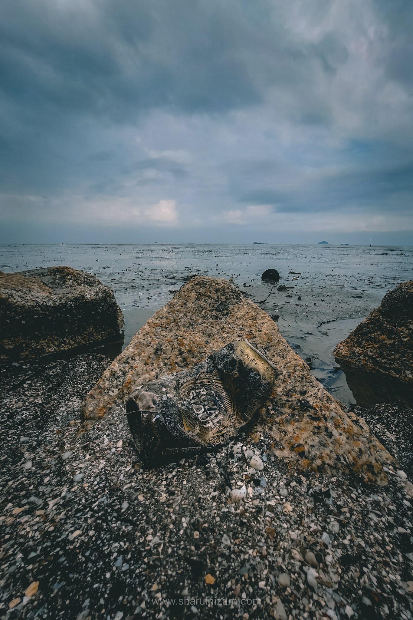 Pagi Yang Suram Di Pantai Jeram, Selangor