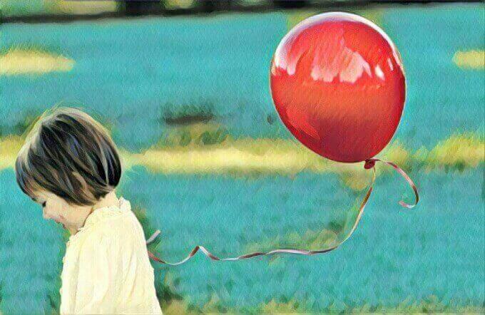 дівчина з кулькою