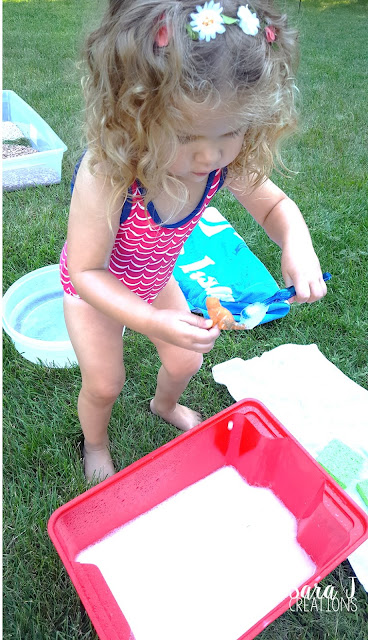 Muddy Farm Sensory Play is perfect for toddlers and preschoolers to practice cleaning muddy farm animals.