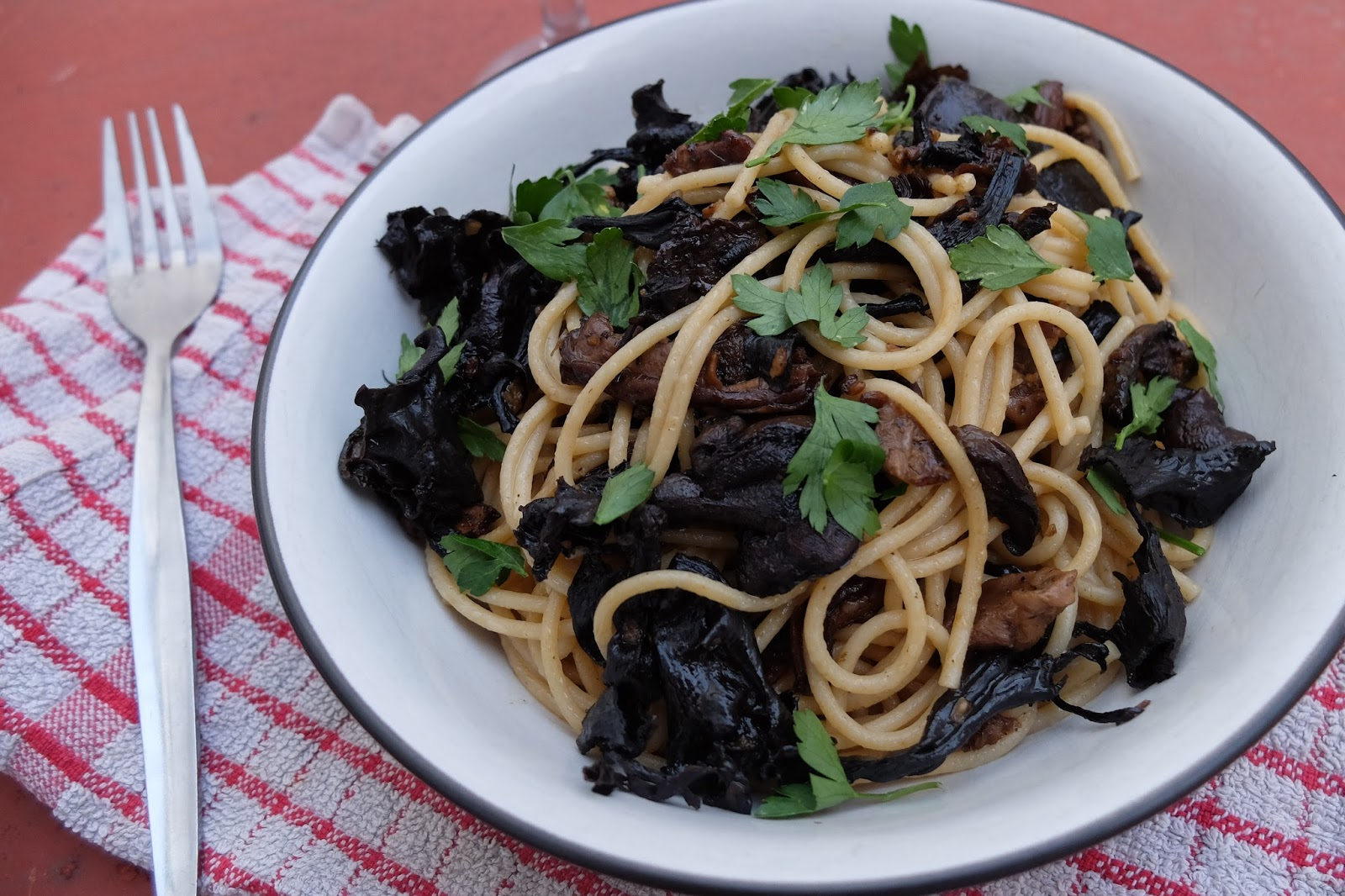 Jamie Oliver Life Saving Meals Twist Wild Mushroom Spaghetti In Garlic Butter