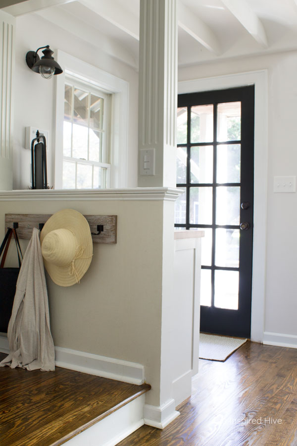Farmhouse entryway. Mudroom ideas.
