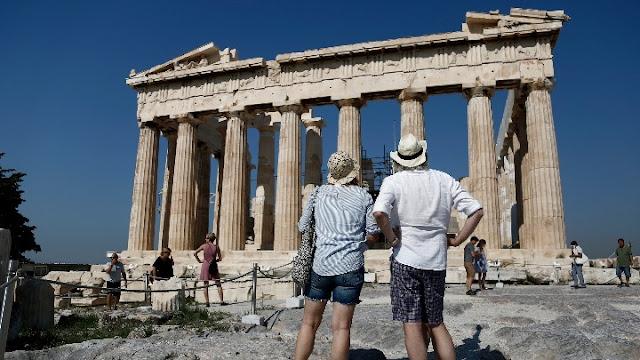 Insete: Έσοδα και αφίξεις τουριστών κινήθηκαν ανοδικά τον Αύγουστο