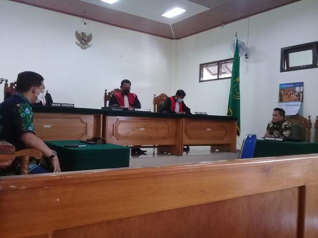 Hakim PN Tamiang Layang Bacakan Keputusan Menang Terhadap PT. BCL dan Berikan Denda Kepada PT. ABC Sebesar Rp 5,9 Miliar