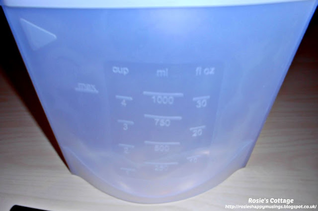 Avoiding single use plastic bags in the kitchen with reusable, silicone, zip bags. On closer inspection, the front of the bag has raised measurement guides in cups, in millilitres and in fluid ounces.