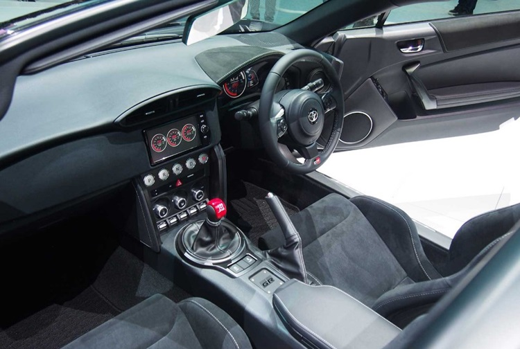 2018 Toyota GR HV Interior
