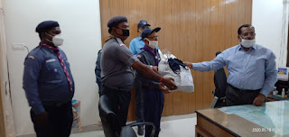 उप्र भारत स्काउट एवं गाइड्स संस्था ने जिलाधिकारी को 1200 मास्क सौंपा | #NayaSabera