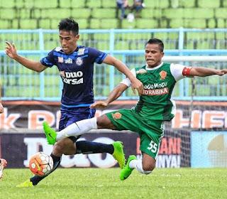 gambar Hanif Sjahbandi (bek tengah) Arema FC