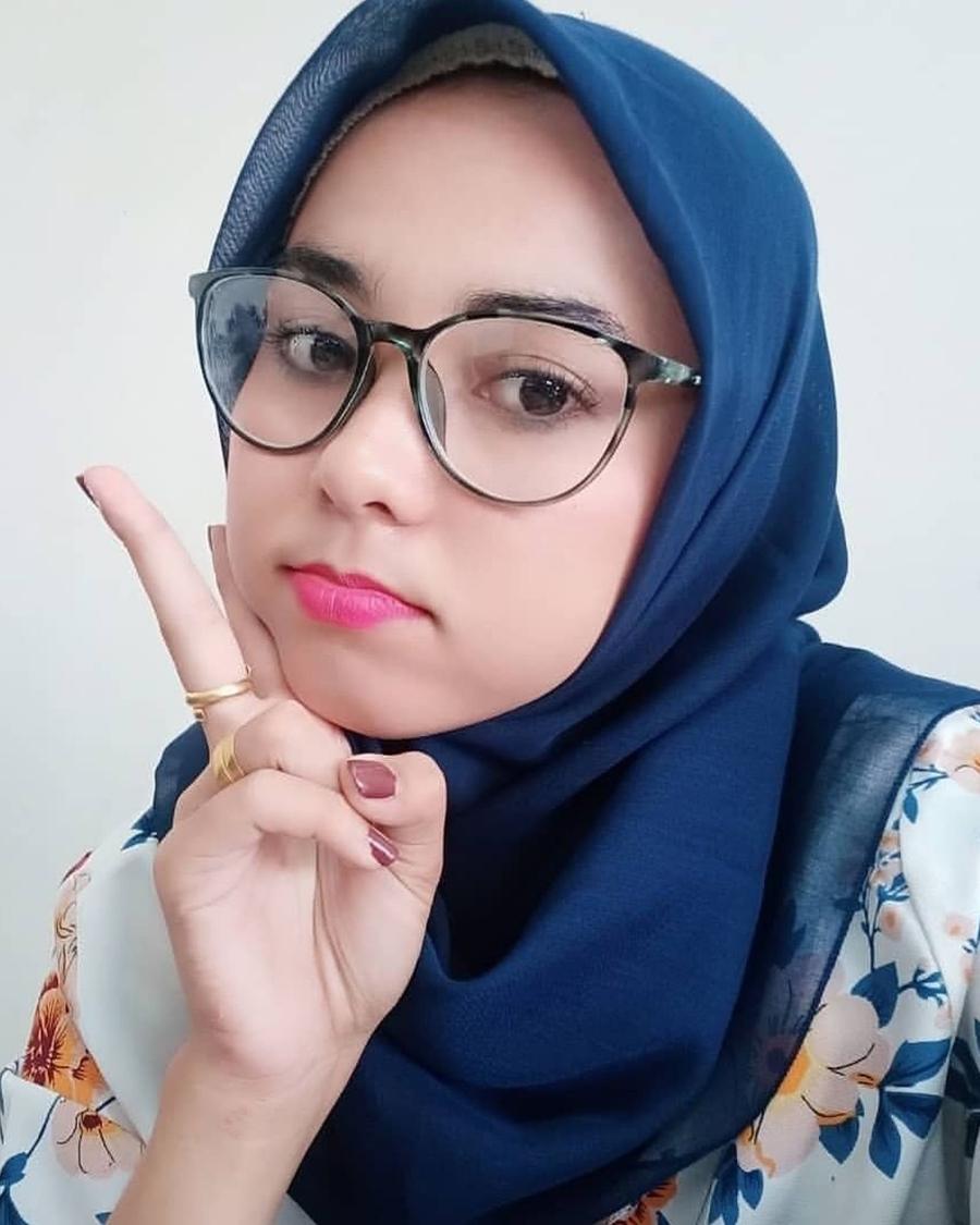Cewek cantik pakai Jilbab dan manis imut