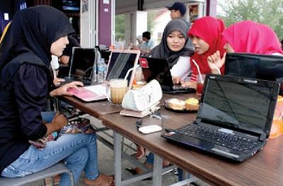 Desain Cafe atau Warkop Free WiFi Sederhana Namun Nyaman