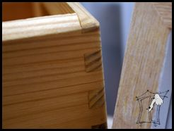 kadr: drewniana skrzynka