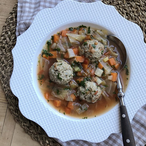 Ciorbă de perișoare ~ gesäuerte rumänische Gemüsesuppe mit Hackfleisch-Reis-Klößchen