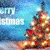 Kerst wallpaper met kerstboom, sneeuw en tekst Merry Christmas