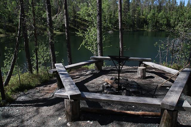Metsäpalovaroitus Nuotiopaikka