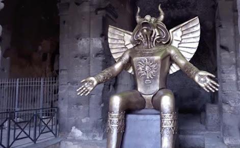Moloch-Skulptur Koliseum
