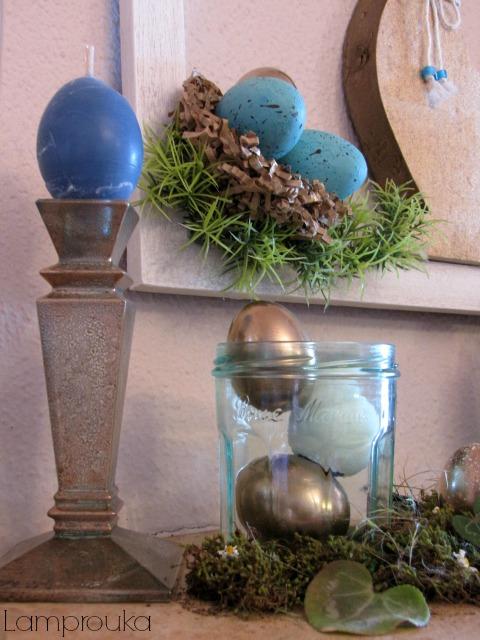 Πασχαλινή διακόσμηση τζακιού με αυγά.