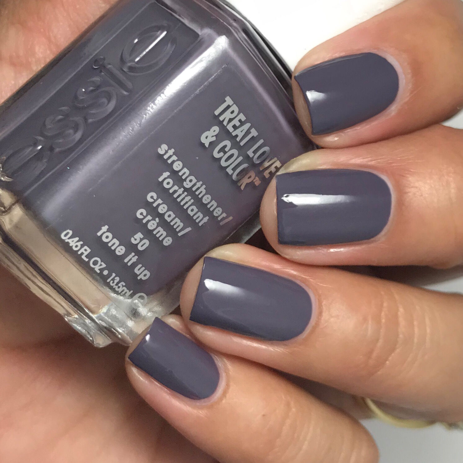 Ana\'s Manis: Essie Nail Polish: Treat Love & Color Part 1