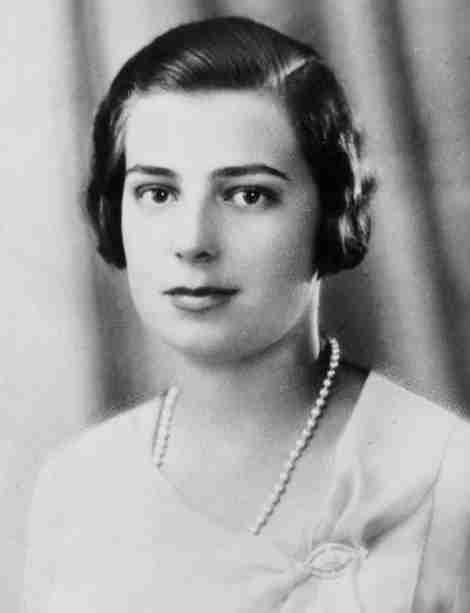Beatriz de Borbón y Battenberg, Infanta de España, Princesa de Civitella-Cesi (Beatriz Isabel Federica Alfonsa Eugenia Cristina María Teresa Bienvenida Ladislaa)