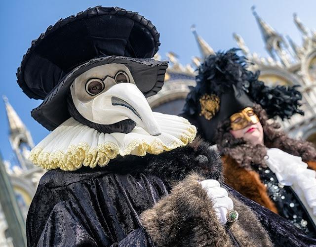Perché i medici della peste indossavano quelle strane maschere con becco