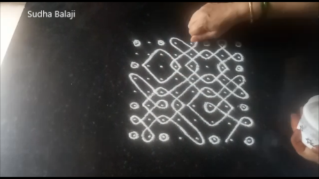 eight-dots-sikku-kolam-pic-1ac.png
