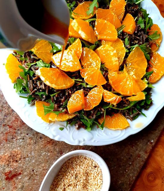 sałatka z ryżu dziekigo i omarańczy, sałatka z pomarańczy, szybka sałatka,ryżowa ałatka,sałatka z rukoli,z kuchni do kuchni najlepszy blog kulinarny,zdrowa radość zycia,lunch mix, sezam, kuchnia polska, impreza