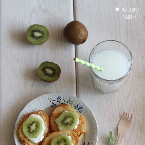Pancakes jaglano-pszenne z kiwi