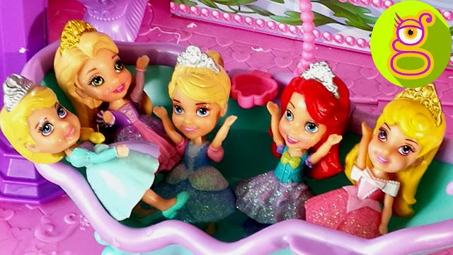 Fiesta del Agua en el Castillo de las Mini Princesas Disney - vídeos de juguetes