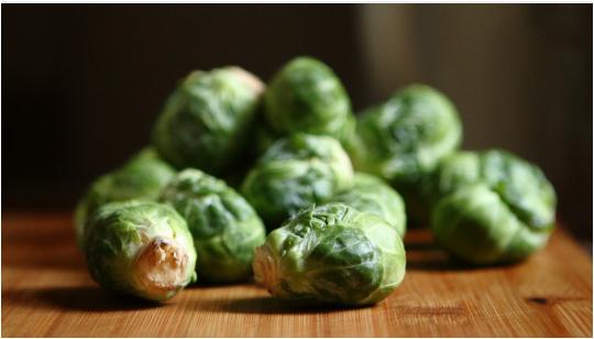 الخضراوات الورقية الخضراء كرنب بروكسل
