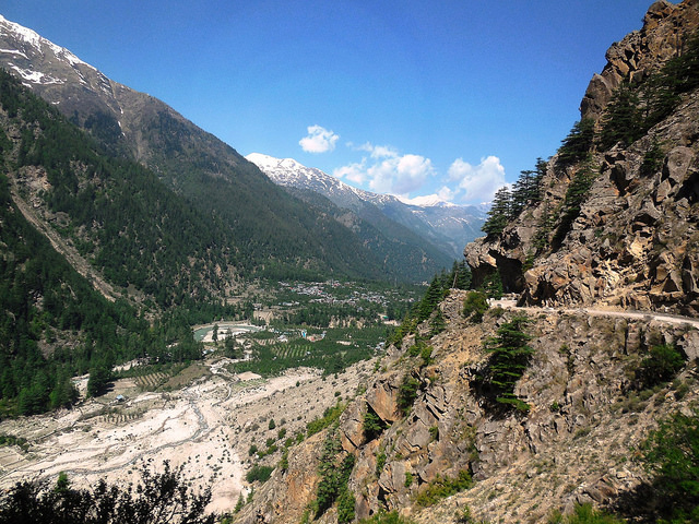 On the way to Sangla