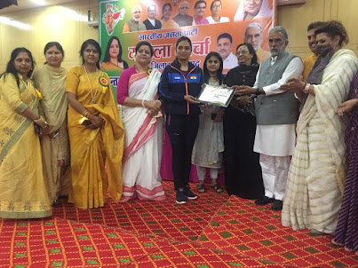 केंद्रीय राज्य मंत्री कृष्णपाल गुर्जर ने अंतर्राष्ट्रीय महिला दिवस परशूटर शवेताचौधरी को सम्मानित किया