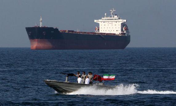 فشل محاولة القوارب التابعة للحرس الثوري الايراني لوقف ناقلة النفط البريطانية.