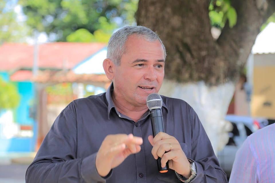 Nélio abriga mais de 100 assessores em seu gabinete; gastos chegam a R$ 260 mil mês