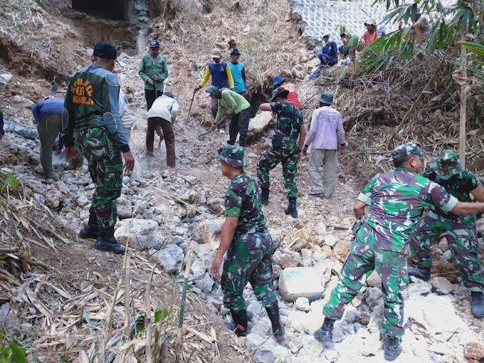 Dipimpin Bati Bakti TNI Kodim 0802, Puluhan Anggota Bersama Warga Lanjutkan Penyiapan Sasaran Talud TMMD ke-106
