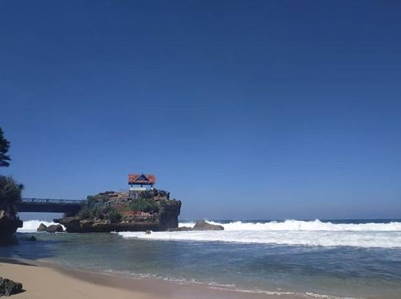 Tempat Wisata Favorit Pantai Kukup Yogyakarta