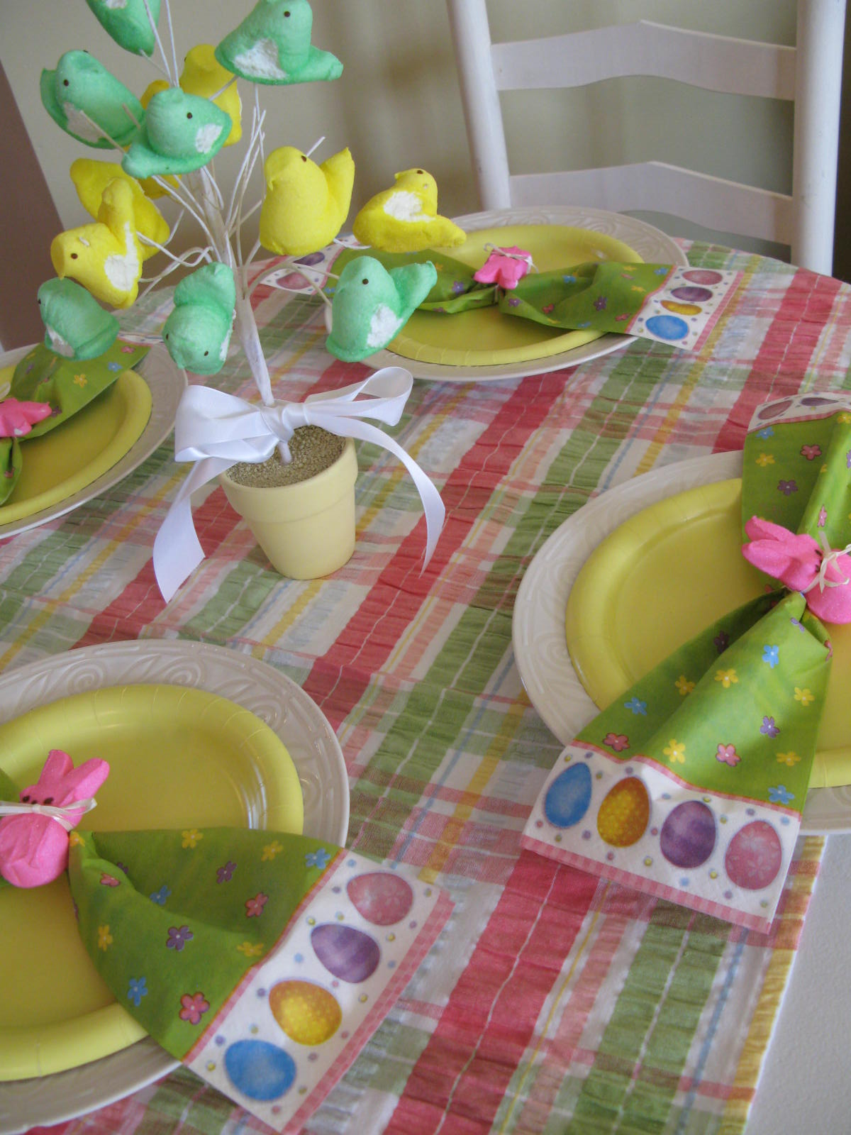 Roundabout: $10 Easter table setting
