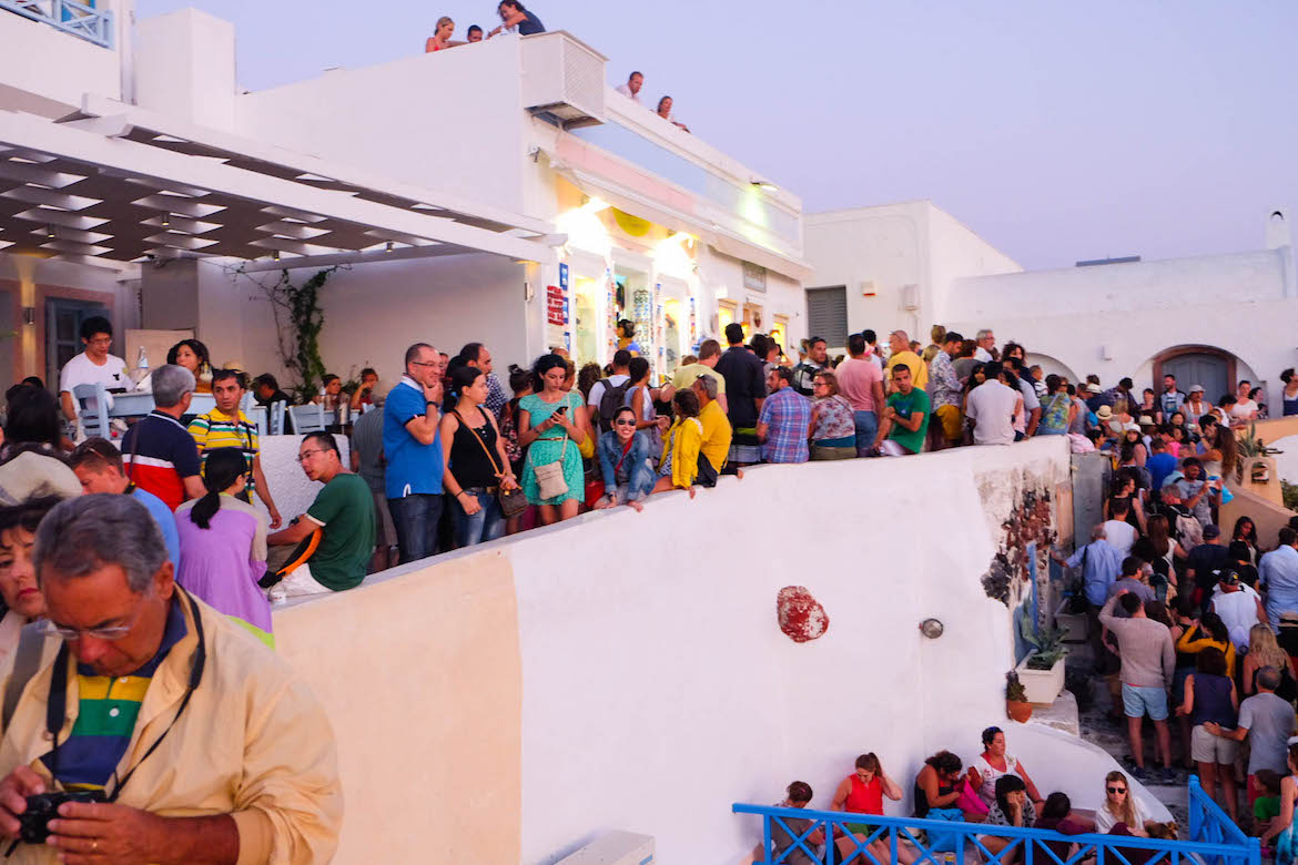 santorini-crowded-by-tourists