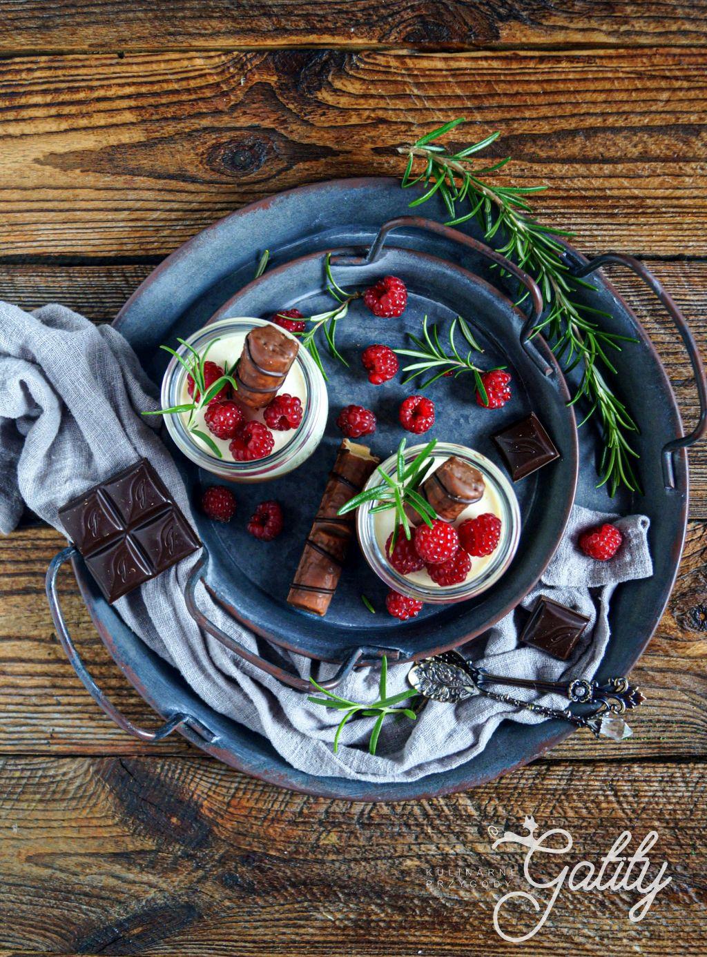 czekoladowy-deser-z-malinami