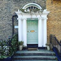 Photos of Dublin: Light green door with ivy