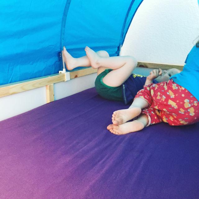 Kinderzimmer - Kura fertig, Probeliegen