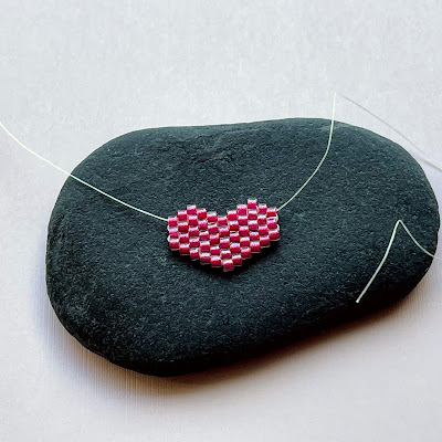 Brick Stitch Beaded Heart Charm Pattern and Tutorial