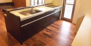 アカシアンロック無垢フローリング施工事例キッチンの画像