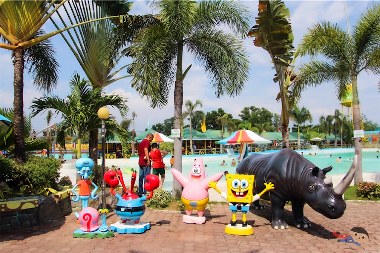 Cartoon statues in Dream Wave Resort, Bulacan