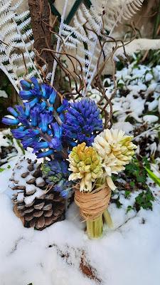 jacinthes et branches d'hiver, bouquet de mariée