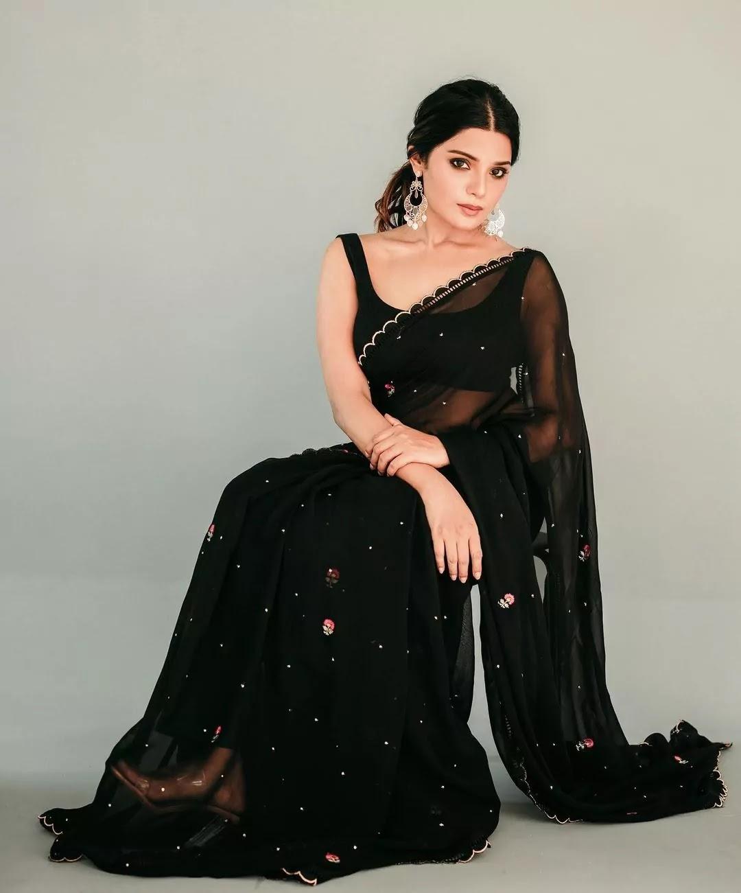 aathmika-in-black-saree