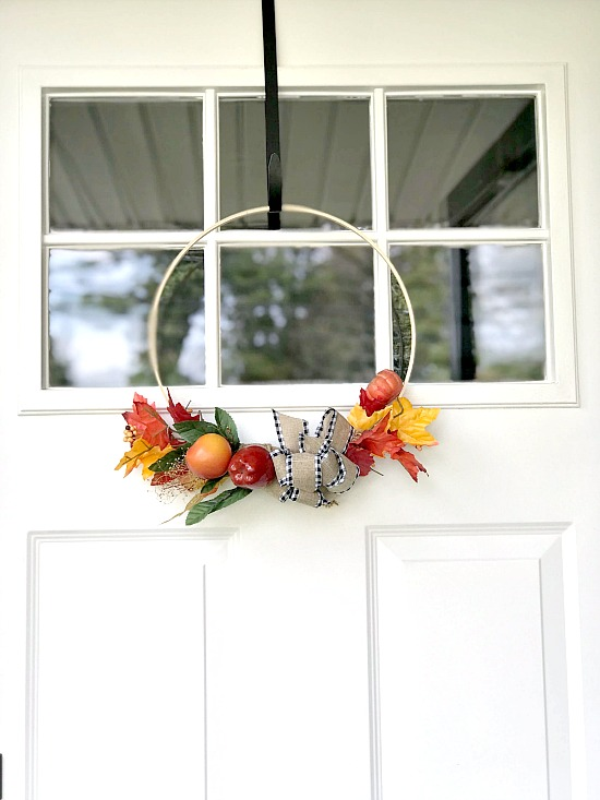 DIY Easy Hoop Wreath for the Front Door in the Fall